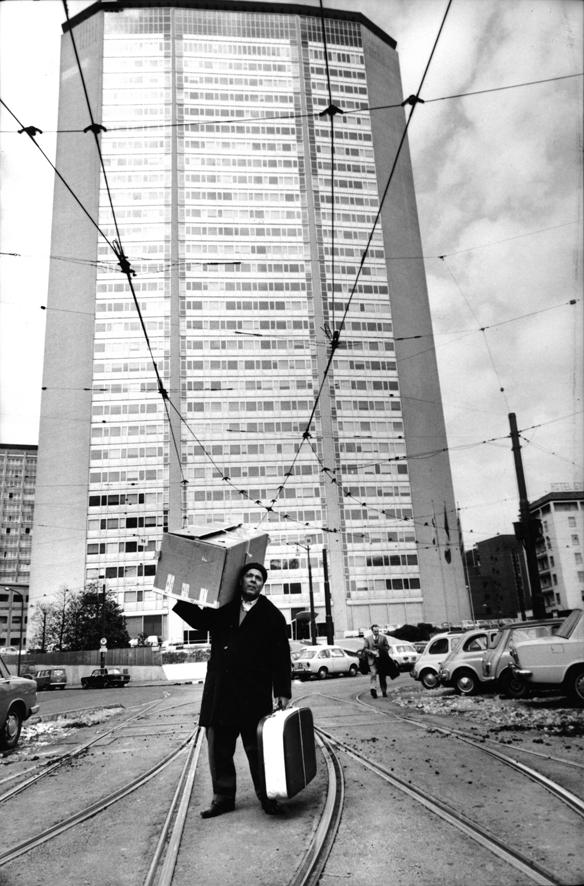 La foto è ©Uliano Lucas Milano 1968