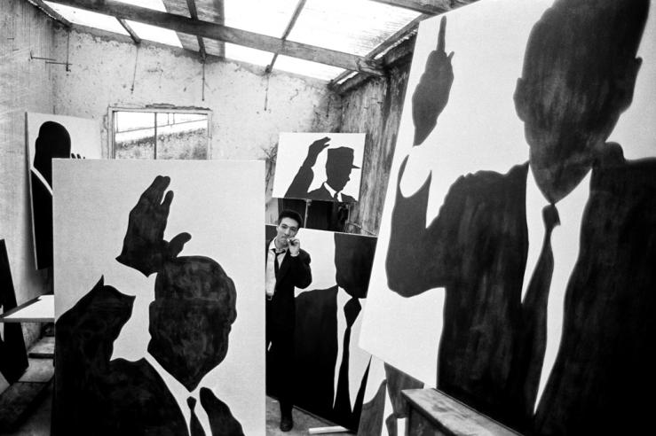 Sergio Lombardo_il pittore nel suo studio_Roma_1961_ph. Mario Dondero.jpg